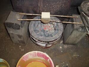 砥の粉を塗り、乾燥しているところ